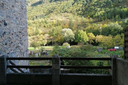 Loue appartement avec terrasse et jardin