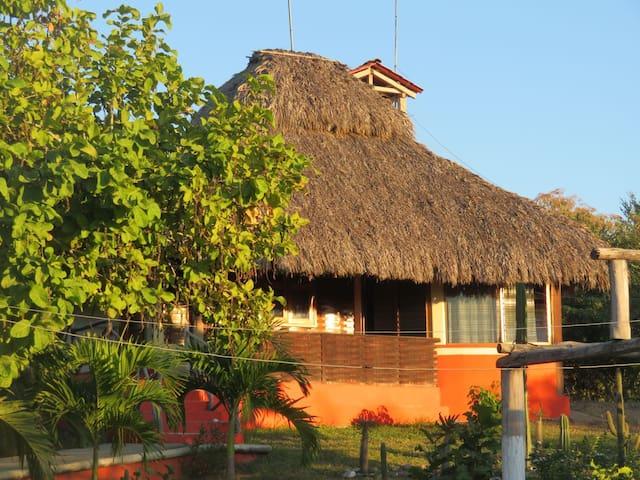 Cabaña Zapote de madero familiar