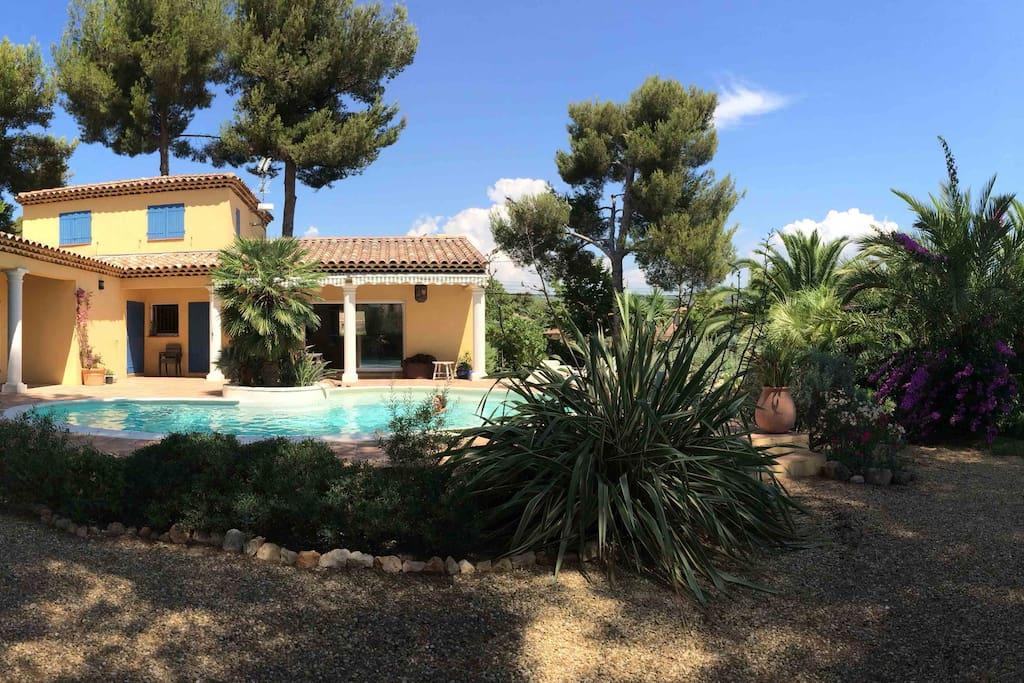 Villa avec piscine proximit des plages villas louer for Villa a louer en provence avec piscine