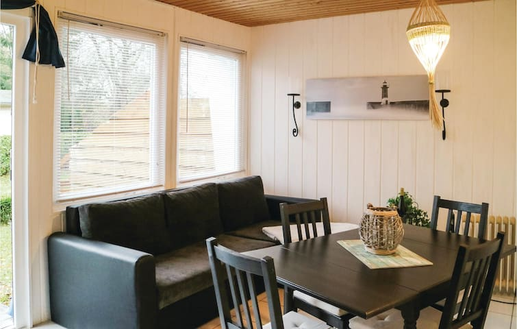 Holiday cottage with 2 bedrooms on 40m² in Middelhagen