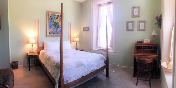Mrs. B's Historic Lanesboro Inn - Room 7