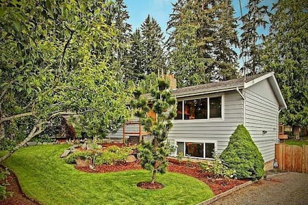 Spacious Traveler's Hideaway - Bothell