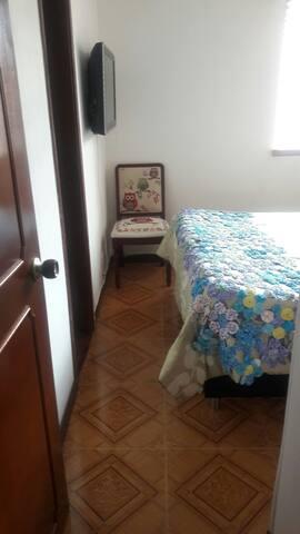 Habitación para una persona en el norte de Bogotá.