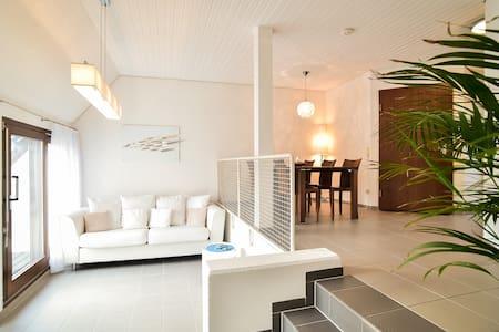 Stilvolle wunderbare 2,5 DG-Maisonette Ditzingen - Ditzingen - Apartemen