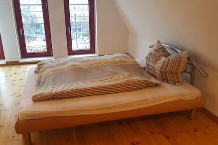 Traumhafte Dachgeschosswohnung im Herzen Rostocks - Rostock - Apartament