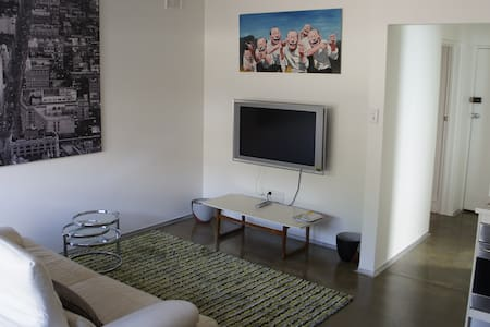 Close to City Unit Free Fast WiFi! - St Peters - Apartament