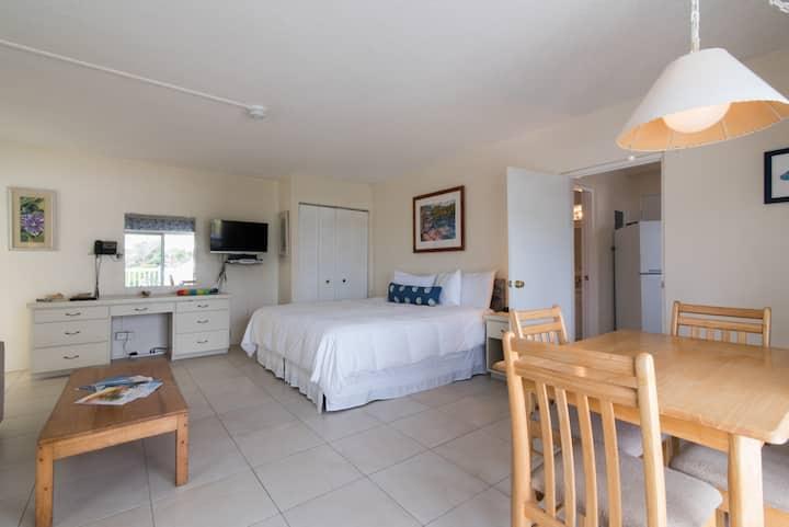 Clairfont Guest Apartments (Unit 1) Near Beaches