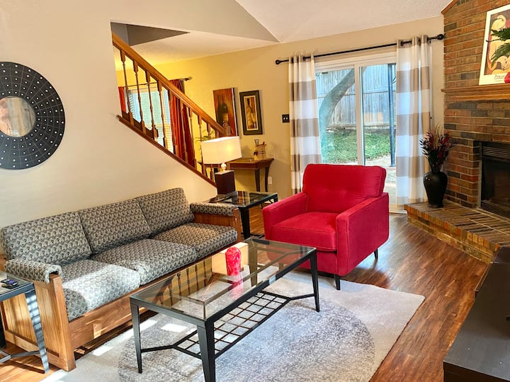 Cozy 2BR Home in the Heart of DFW