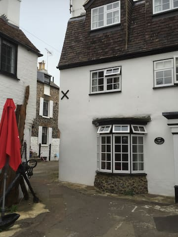 Fully refurbished 18th century fishermans cottage - Broadstairs - Talo