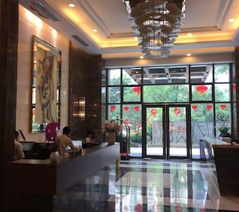 WiFi , Parkview(园景), Metro(地铁)24hr checkin /小时入住 - Guangzhou