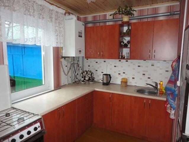 Удобная кухня с бытовой техникой