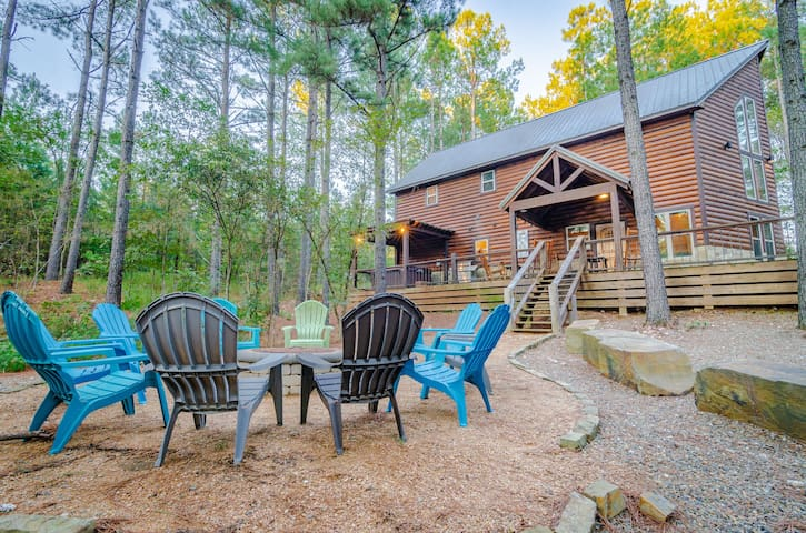 Yellow roses are known for their symbolism of friendship and caring. This cabin is the perfect getaway for your group or family to make lasting memories with your friends and loved ones.