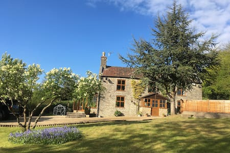 Country Cottage - Ideal Sophisticated Hen Weekend