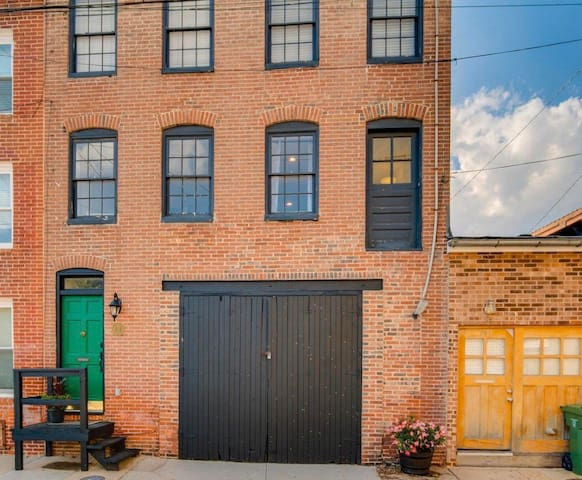 Cute Convenient Carriage house in Camden Yards!!