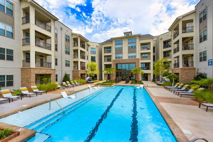 Modern & Luxurious ★3Br/2Ba ★Airport★Outlet Mall