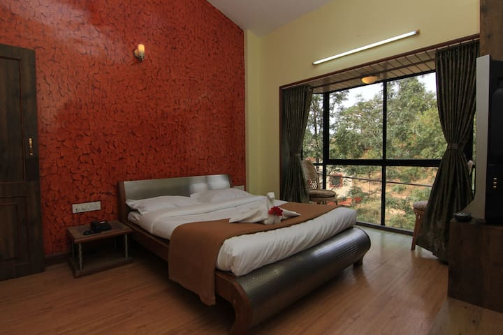 Executive Suite into the wilderness, Panchgani