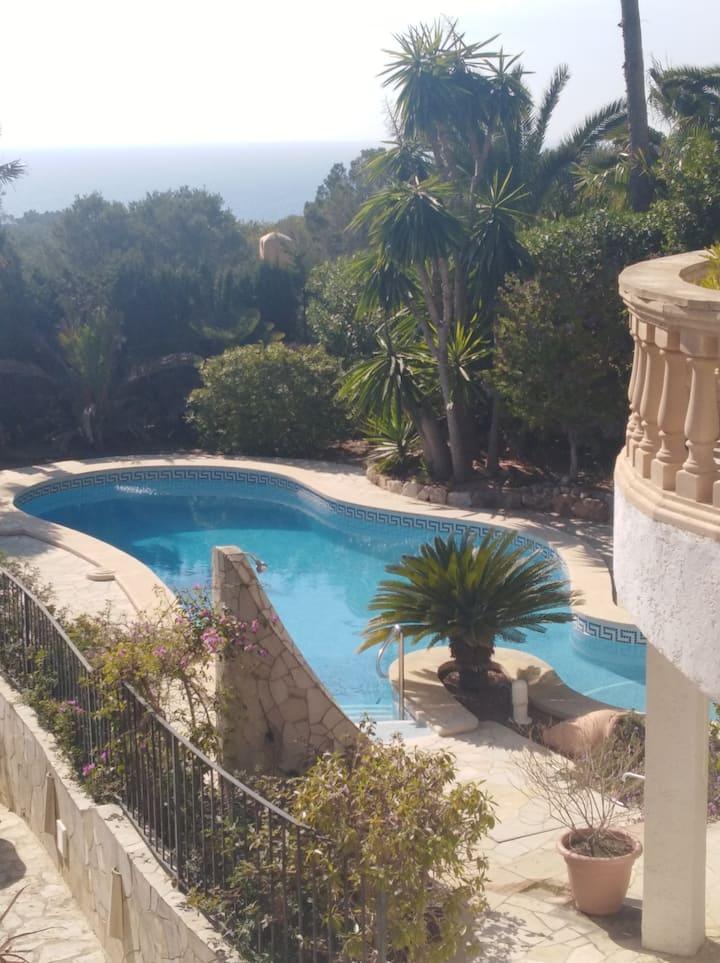 Villa mit Meerblick und grossem Pool, bis 6 Gäste