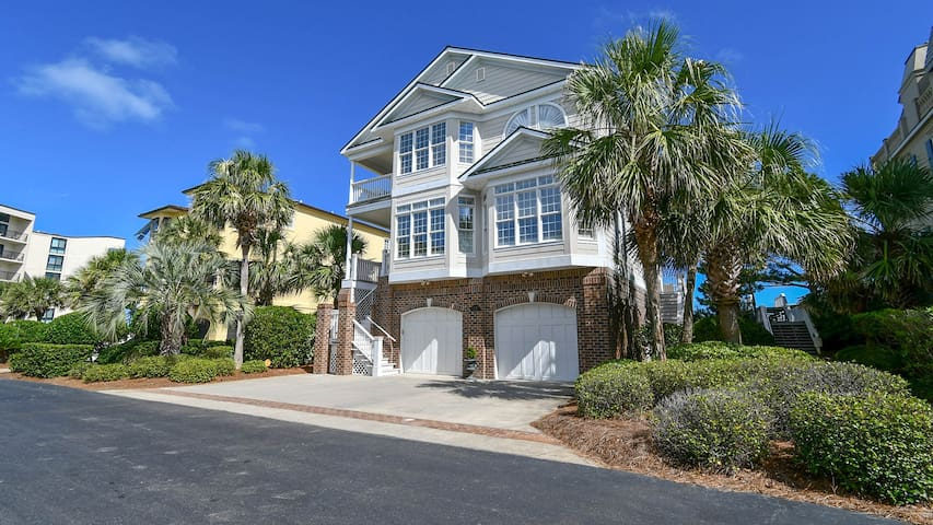 Always Dreamin- Relaxed Luxury Oceanfront, in Gated Community, Home across from
