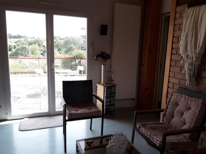 Chambre spacieuse dans jolie maison de campagne.