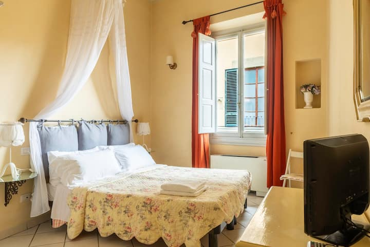 Florence Center & Duomo Deluxe Double Room