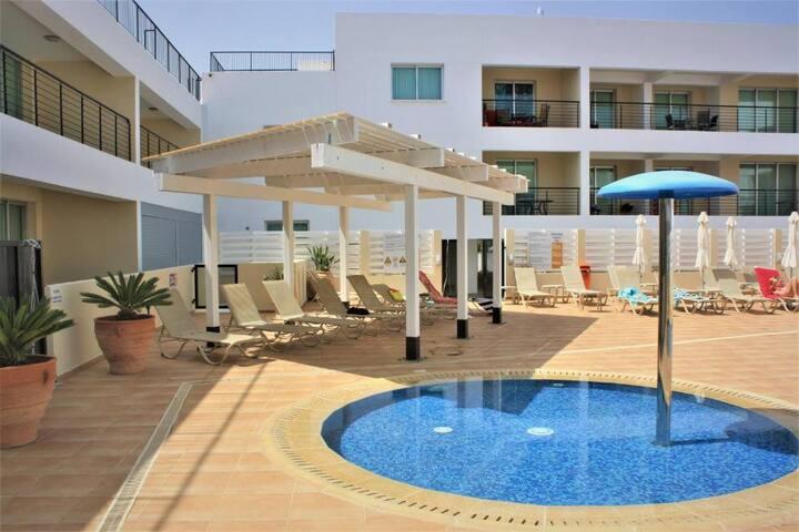 2 bedroom apartment with pool kapparis beach close