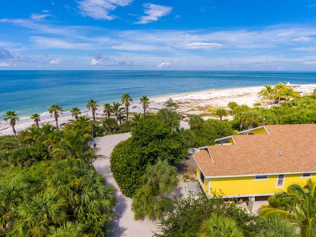 Beachfront home on stunning island - Captiva - House