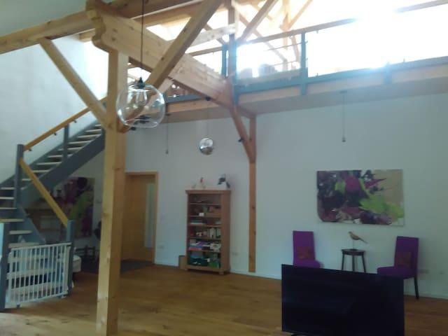 Idyllische Atelierwohnung ( 130 qm ) im Chiemgau