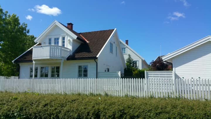 Hus ved Ringshaug stranden
