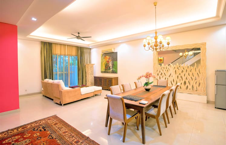 Duta#1: Luxurious holiday home,1 min to Publika