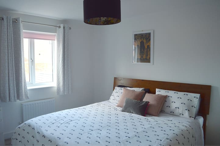 Keele University Super King Bed with Ensuite