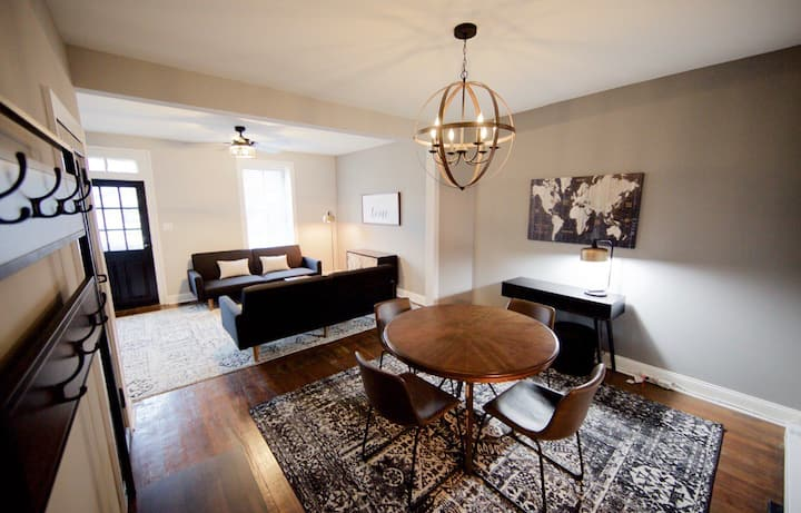 1880 Beautiful Downtown Townhome-walk to Canal