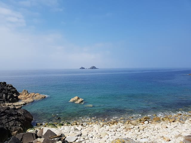 Another sunny day in Cornwall- calm and turquoise seas- Bliss!