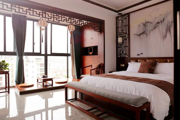 张家界庸逸居禅意客栈致远大床房,32平超大空间,落地窗,远观天门山,独立卫生间,天然乳胶床垫