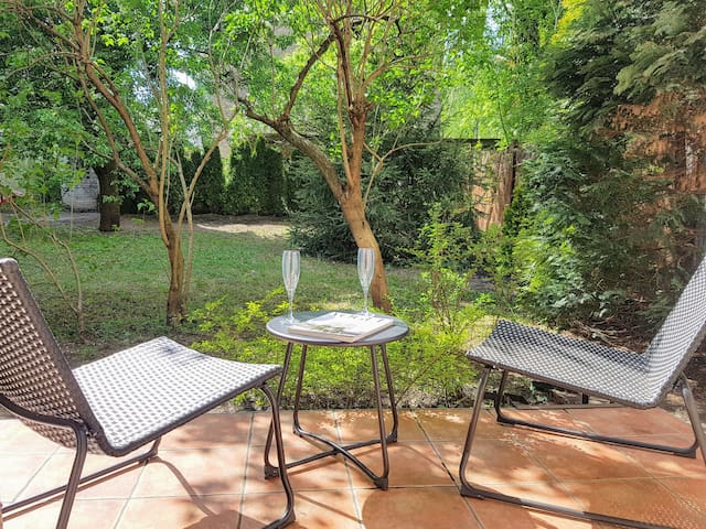 Artistic Apartment with garden! Quiet neighborhood