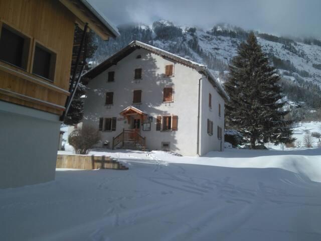 Chambre Hote à Vallorcine proche de Chamonix - Vallorcine - Bed & Breakfast
