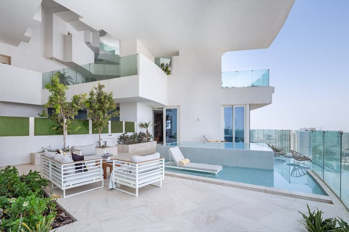 Luxury 2BR Apartment w/ Private Pool in The Five