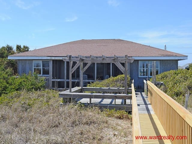 Great Oceanfront 3BR / 2 BA with Screen Porch! - Topsail Beach - Huis