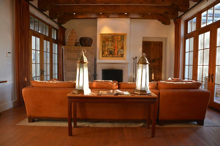 Casa Gabriella - 7 Fireplaces and 7 French Doors