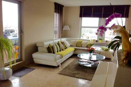 Private room in cosy apartment near Center & Expo. - Koekelberg