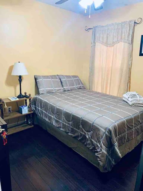 Cozy Room #2 in Historic Stephens City (off I-81)