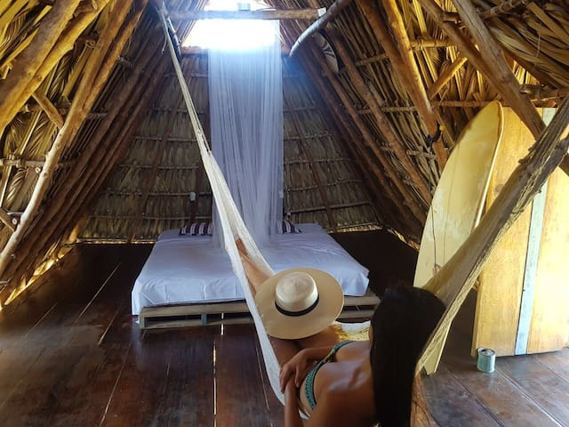 Surf Accommodation, Traditional Rancho in paredon