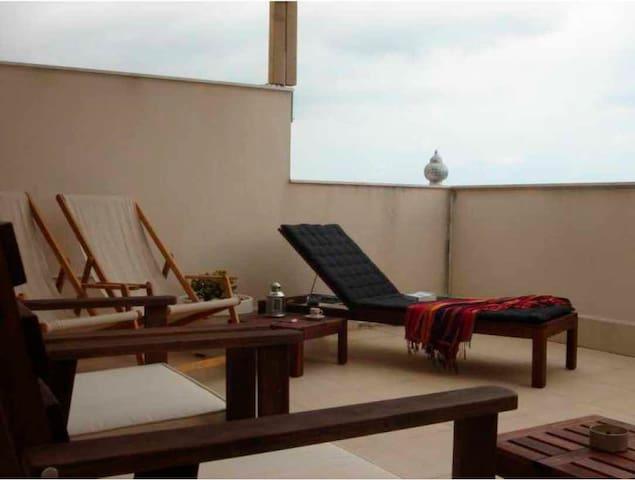 Apartamento con piscina y terrazas