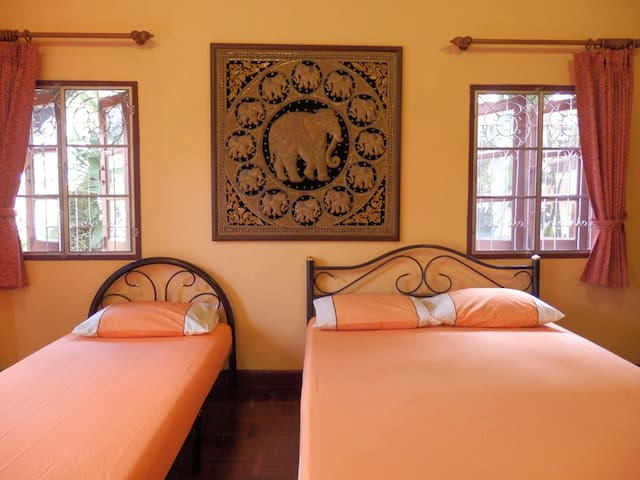 Golden Teak Home Room 6 ground fl. - Chiang Mai - Bed & Breakfast