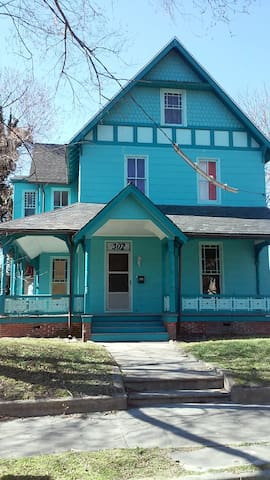The Big Blue House - Salisbury - Hus