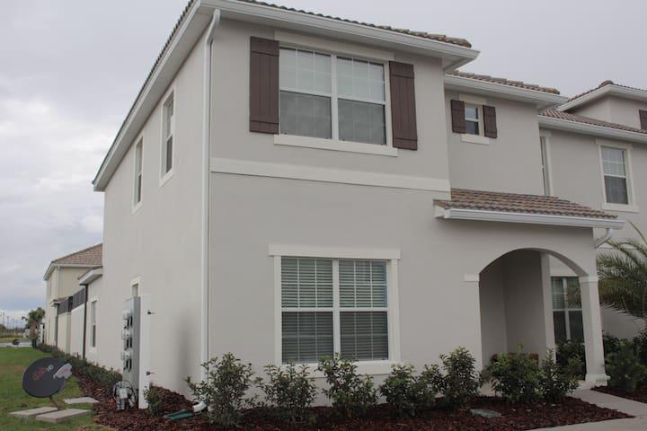 *5 Bd Storey Lake townhouse  (3085) - Disney - Orlando