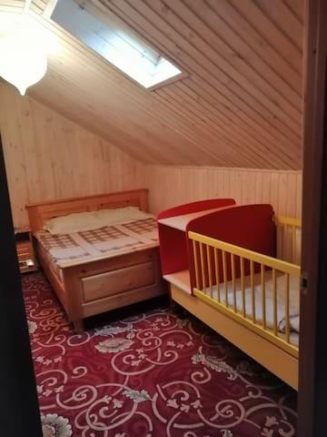 Спальня с кроваткой