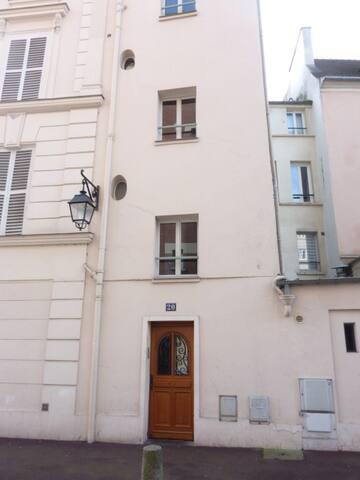 2 PIECES PLEIN CENTRE VILLE - A 2 PAS DU CHATEAU - Saint-Germain-en-Laye - Apartamento