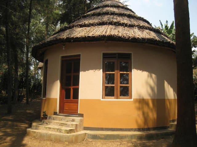Roundhouse En Suite Itambira Island, Lake Bunyonyi
