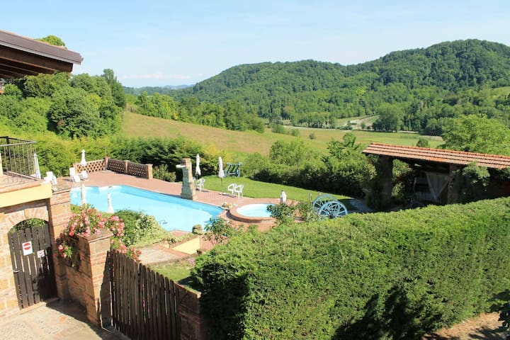 Barbera's Home, charme in  Monferrato, with pool