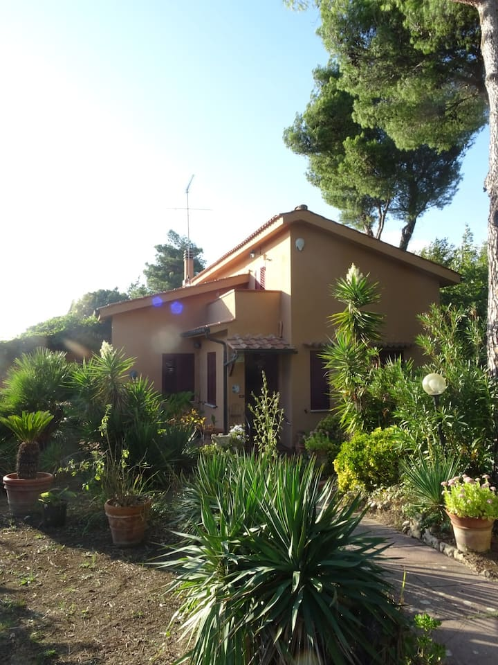 Casa in collina con vista mare